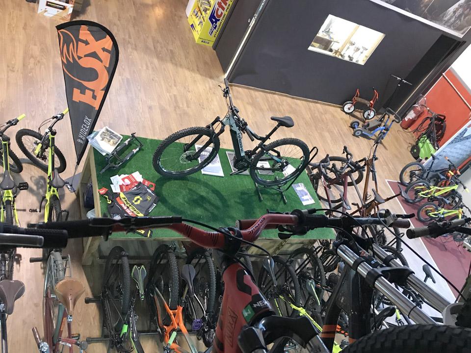foto vista dall'alto del negozio GagaBike